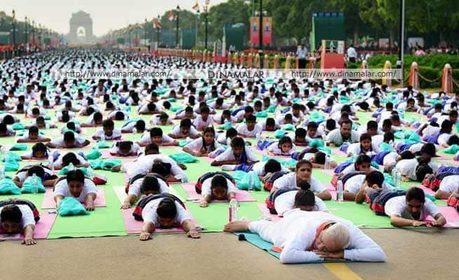 டில்லி யோகாவில் கின்னஸ் சாதனை: மோடி தலைமையில் 35000 பேர் பயிற்சி