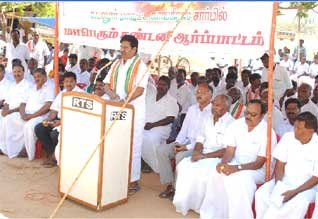 http://img.dinamalar.com/data/large/Tamil_News_large_405461.jpg