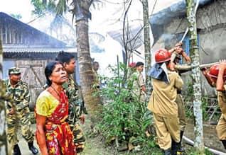 கட்டுப்படுத்துங்க: அசாம் முதல்வர் தருண் கோகாய்க்கு பிரதமர் கண்டிப்பு,PM asks Assam CM to bring law and order under control