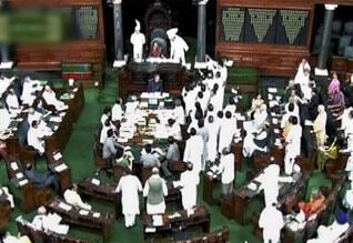 பார்லிமென்டில் பிரதமர் மீது எதிர்க்கட்சிகள் புகார்:  மும்பை கலவரத்தை கண்டிக்காததற்கு வருத்த