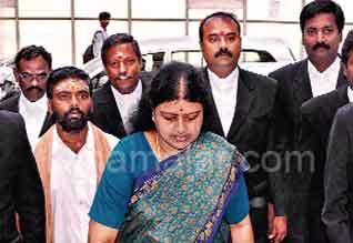 பெங்களூரு கோர்ட்டில் சசிகலா ஆஜராகி 110 கேள்விகளுக்கு பதில்