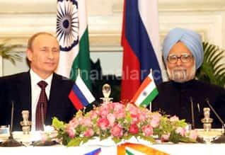 India, Russia sign defence deals worth around 3 billion USD இந்தியா ரஷ்யா இடையே 300 கோடி டாலர் மதிப்பிலான ராணுவ ஒப்பந்தம்