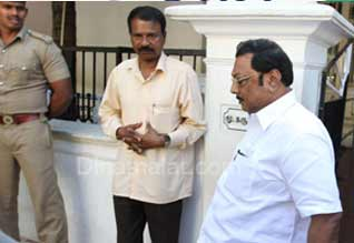 Alagiri calls on father Karunanidhi