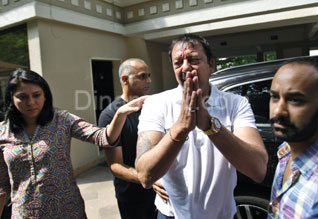 Sanjay Dutt says will surrender in time, not to seek pardon