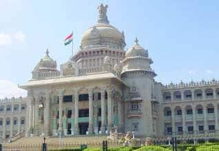 கர்நாடக சட்டசபைக்கு இன்று தேர்தல்: பாதுகாப்புக்கு 1.35 லட்சம் போலீசார்