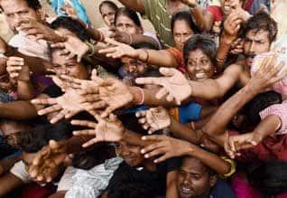 4 மாவட்டங்களில் வெள்ள நிவாரணம் பெறுவோர் எண்ணிக்கை 30 லட்சம் : இன்று முதல் ஆளுக்கு ரூ.5,000 பணம் வங்கி கணக்கில் சேர்ப்பு