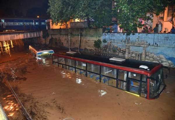 பெங்களூரு, Bangalore, கனமழை,Heavy rain, வானிலை மையம், Weather Center,கர்நாடகா பேரிடர் கண்காணிப்பு மையம் , Karnataka Disaster Monitoring Center,  பிலிகஹல்லி, Pilligalli, வெள்ளம்,  Flood,  ஏரி,Lake,  குளங்கள், Pools,சாலைகள் ,Roads,   ஐடி நிறுவனங்கள், IT Companies,மழை,Rain