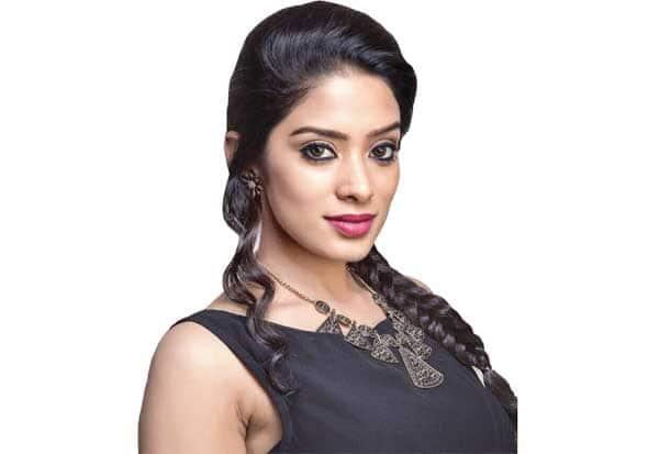 ஆசை நடிகர்கள்...நடிகை தியா பளீச்