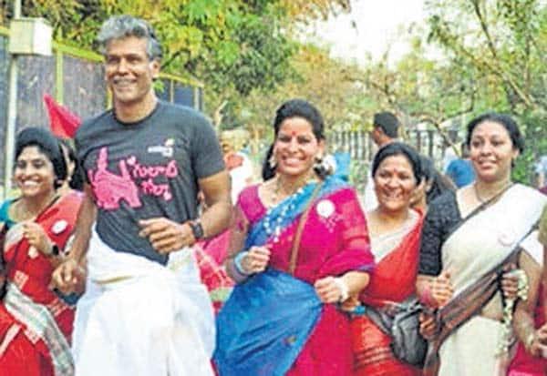 புடவையுடன், 'மாரத்தான்' பங்கேற்று அசத்திய பெண்கள்