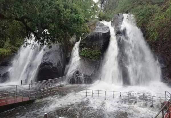 Courtallam Falls,Heavy Rain , Aintharuvi,குற்றாலம் அருவி, தொடர் கனமழை, குற்றாலம் அருவிகளில் வெள்ளப் பெருக்கு, ஐந்தருவி குளிக்க தடை,  continuous rainfall, flooding in Courtallam Waterfalls, Aintharuvi bathing barrier,