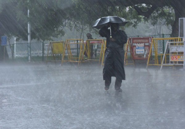 Chennai weather,Balachandran,heavy rains,  தமிழகத்தில் கனமழை, சென்னை வானிலை மையம், மிதமான மழை ,  வானிலை ஆய்வு மைய இயக்குநர் பாலச்சந்திரன், குமரிகடல் மீனவர்கள், அரபிக்கடல், Tamil Nadu heavy rains,  moderate rain, Meteorological Center Director Balachandran, Kumari fishermen, Arabic sea,