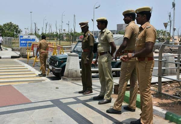 Chennai Marina Beach, Cauvery Management Board, Youth Protest,சென்னை மெரீனா பீச், மெரீனா பீச் வாகனப்போக்குவரத்திற்கு தடை, காவிரி மேலாண்மை ஆணையம் , இளைஞர்கள் போராட்டம், Marina Beach bans the vehicle,