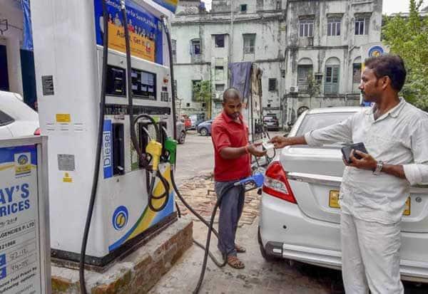 மஹாராஷ்டிரா, சஞ்சய் தேஷ்முக் , பெட்ரோல் விலை, டீசல் விலை , பர்பஹானி,  பெட்ரோல் டீசல் விலை , பெட்ரோல் டீசல் விலை உயர்வு ,  பெட்ரோல் விலை உயர்வு, டீசல் விலை உயர்வு, Maharashtra, Sanjay Deshmukh, petrol price, diesel prices, Petrol price hike, diesel price hike, petrol diesel price hike,