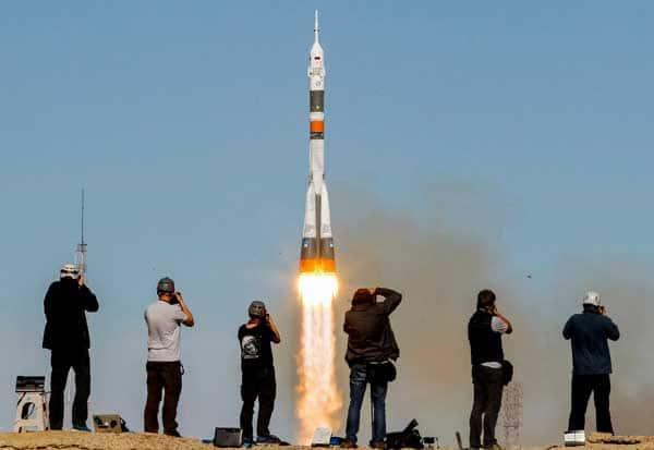 Russia Soyuz Rocket, Russia, Soyuz rocket, ரஷ்யா, விண்வெளிக்கு மனிதர்கள்,  சோயுஸ் ராக்கெட், சர்வதேச விண்வெளி ஆய்வு மையம்,  ரஷ்யா சோயுஸ் ராக்கெட் ,  பல்லாஸ்டிக் , பூஸ்டர் எந்திரம், சோயுஸ் ராக்கெட் கோளாறு, ராக்கெட், எந்திர கோளாறு,Humans into space,space for humans, International Space Research Center,  Pallastik, Booster machine, Soyuz rocket disaster, rocket, mechanical disorder,