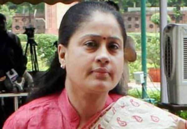 காங்., மேடை சரிந்து கவிழ்ந்த விஜயசாந்தி