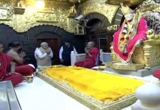 சாய்பாபா 100வது சமாதி தினம்: ஷீரடி சென்றார் மோடி