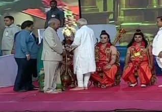 டில்லியில் தசரா விழா: ஜனாதிபதி, பிரதமர் பங்கேற்பு