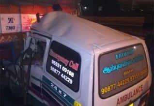 லாரி மீது ஆம்புலன்ஸ் மோதி 4 பேர் பலி