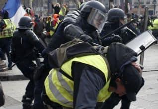 பிரான்ஸ்: போராட்டம் நடத்திய 1,700 பேர் கைது