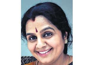 ஜெ., 'ஹீரோ' கருணாநிதி 'வில்லன்': சமர்த்தாக கூவுகிறார் நடிகை குயிலி