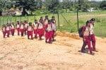 அரசு மாதிரி பள்ளிக்கு சாலை வசதியில்லை : மாணவர்கள் 2 கி.மீ., நடக்கும் பரிதாபம்