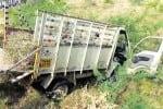 டிப்பர் லாரி -- சரக்கு வேன் மோதி தம்பதி உட்பட ஐந்து பேர் பலி