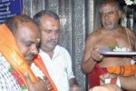 பரிகாரமா... பரிதாபமா...  கோயில் கோயிலாக சுற்றும் குமாரசாமி