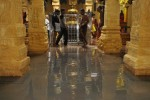 ராமேஸ்வரம் கோவிலுக்குள் தேங்கிய கழிவுநீர்  துர்நாற்றத்தால் பக்தர்கள் அவதி
