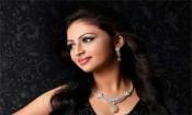 அருந்ததி நாயரை மிரட்டிய நடிகை!