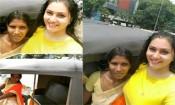 பெண் ஆட்டோ ஓட்டுனருடன் செல்பி எடுத்து மகிழ்ந்த நமீதா