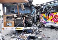 தனியார் பஸ் மீது லாரி மோதல் : கிருஷ்ணகிரி அருகே 7 பேர் பலி