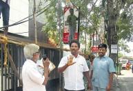 'கபாலி' பேனர்கள் கிழிப்பு: ரசிகர்கள் கொதிப்பு - டிராபிக் ராமசாமியால் பரபரப்பு