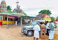 கோவில் விழாவில் குண்டு வீச்சு : புதுகை அருகே 20 பேர் படுகாயம்