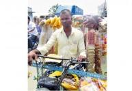 இளைஞர்கள் மாத்தி யோசிக்கிறாங்க...: நடமாடும் மளிகை கடைகளுக்கு மவுசு