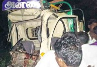 சரக்கு வாகனம் மீது லாரி மோதல்: 9 பெண்கள் உட்பட 11 பேர் பலி