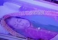 ராஜாஜி ஹாலில் ஜெ., உடலுக்கு  லட்சக்கணக்கான மக்கள் கண்ணீர் அஞ்சலி