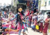 மாசி அமாவாசையில் மயான கொள்ளை : ஆடு, கோழிகளை கடித்து நேர்த்திக்கடன்
