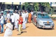 கல்வி அமைச்சருக்கு இரு சைரன் காரா?   : கோபியில் அதிகாரிகள், மக்கள் ஆச்சரியம்