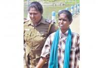 வைகை அணை மீது கரிசனம்: தூர்வார வந்த சென்னை பெண்