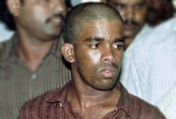 ராஜிவ் கொலை குற்றவாளி முருகனிடமிருந்து 2 மொபைல்போன்கள் பறிமுதல்
