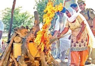 பாதல், ராகுல் பங்கேற்பு அரசு மரியாதையுடன் சரப்ஜித் சிங் உடல் தகனம்