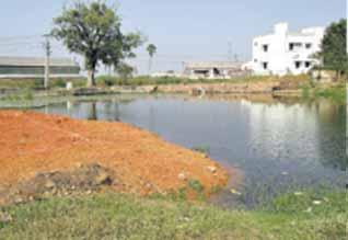 கண் முன் அழியும் நீர் நிலைகள்: கைகட்டி வேடிக்கை பார்க்கும் அதிகாரிகள்