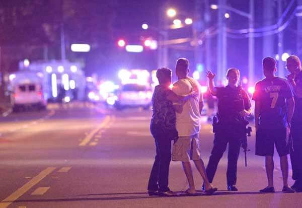 அமெரிக்க விடுதியில் துப்பாக்கிச்சூடு: 50 பேர் பலி