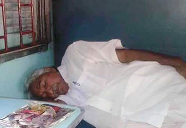 ரயிலில் தனியாக பயணம் செய்த கேரள 'மாஜி' முதல்வர்