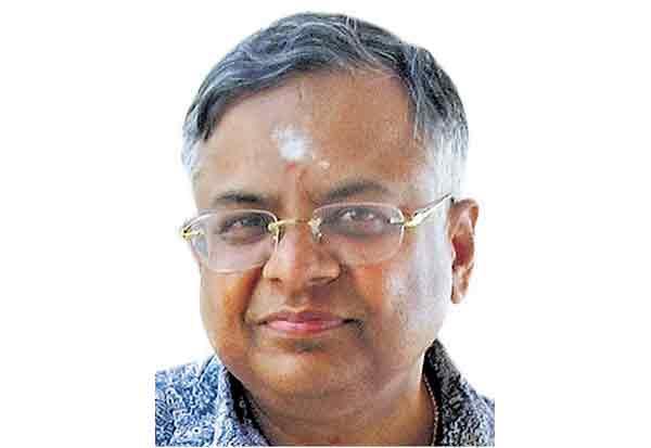 டாடா சன்ஸ் குழுமத்தின் தலைவர் சொந்த கிராம கோவிலில் வழிபாடு