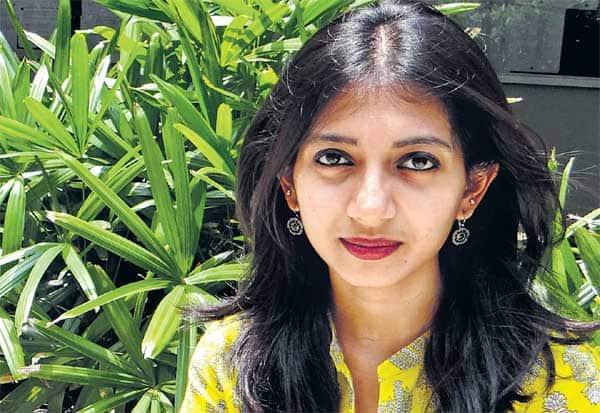 பெண்கள் என்றாலே 'கெத்து' தான் - ஜனனி ஜாலி