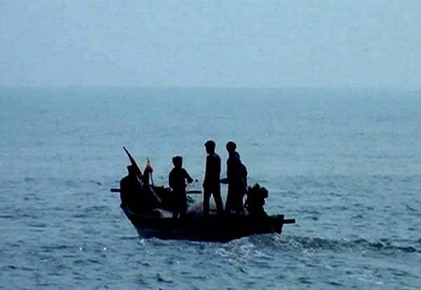 தமிழக மீனவர்கள், 6 பேர், கைது, இலங்கை கடற்படை
