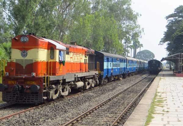ரயில்வே,Railways, முன்பதிவு,Booking,  டிக்கெட்,Ticket, வருமானம்,Income,  இந்தூர்,Indore, சந்திரசேகர கவுட், Chandrasekara Cout, தகவல் அறியும் சட்டம்,Information Law,