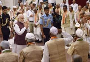 மோடி அழைப்பு, Modi call, வெள்ளையனே வெளியேறு இயக்கம், Quit India Movement,புதுடில்லி, New Delhi,வறுமை,Poverty,  ஊழல், Corruption,  லோக்சபா , Lok Sabha, பிரதமர் நரேந்திர மோடி , PM, Narendra Modi,பார்லிமென்ட், Parliamentary,  படிப்பறிவின்மை, illiteracy, ஊட்டச் சத்தின்மை,malnutrition, பெண்கள் ,women, வன்முறை ,violence, இந்தியா, India, சமூக நீதி,social justice, சம நீதி, equality, கருத்து சுதந்திரம், Comment Freedom, ஜனநாயகம்,democracy,  சிவசேனாவின் ஆனந்த்ராவ் அத்சுல் ,Shiv Sena's Anandra Athulul,   பீஹார்,Bihar ,  பா.ஜ., BJP,பிஜு ஜனதா தளத்தின் ததாகாடா சத்பதி, Dathakada Satpati of Biju Janata Dal,அ.தி.மு.க.,AIADMK, மஹாத்மா காந்தி, Mahatma Gandhi,