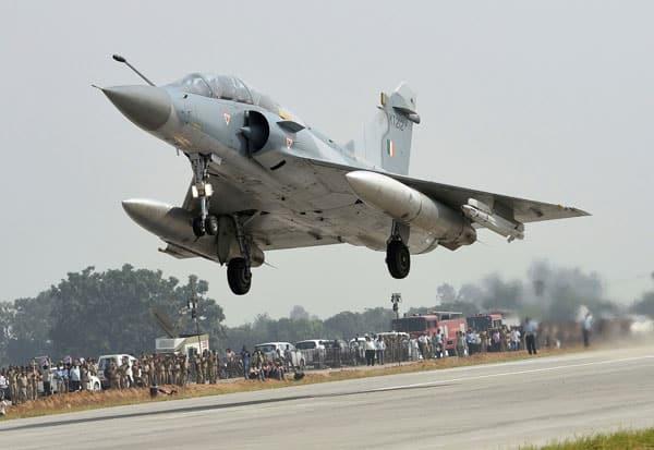 போர் விமானங்கள், War planes,எக்ஸ்பிரஸ்வே, Expressway,  ஆக்ரா - லக்னோ எக்ஸ்பிரஸ்வே, Agra - Lucknow Expressway, சி-130 ஜே சூப்பர் ஹெர்குலஸ்,  C-130 J Super Hercules,சுகோய்,  Sukai,மிரேஜ் 2000எஸ், Mirage 2000 S, விமானப்படை,Air Force,  சாலை,Road,  புதுடில்லி,New Delhi,